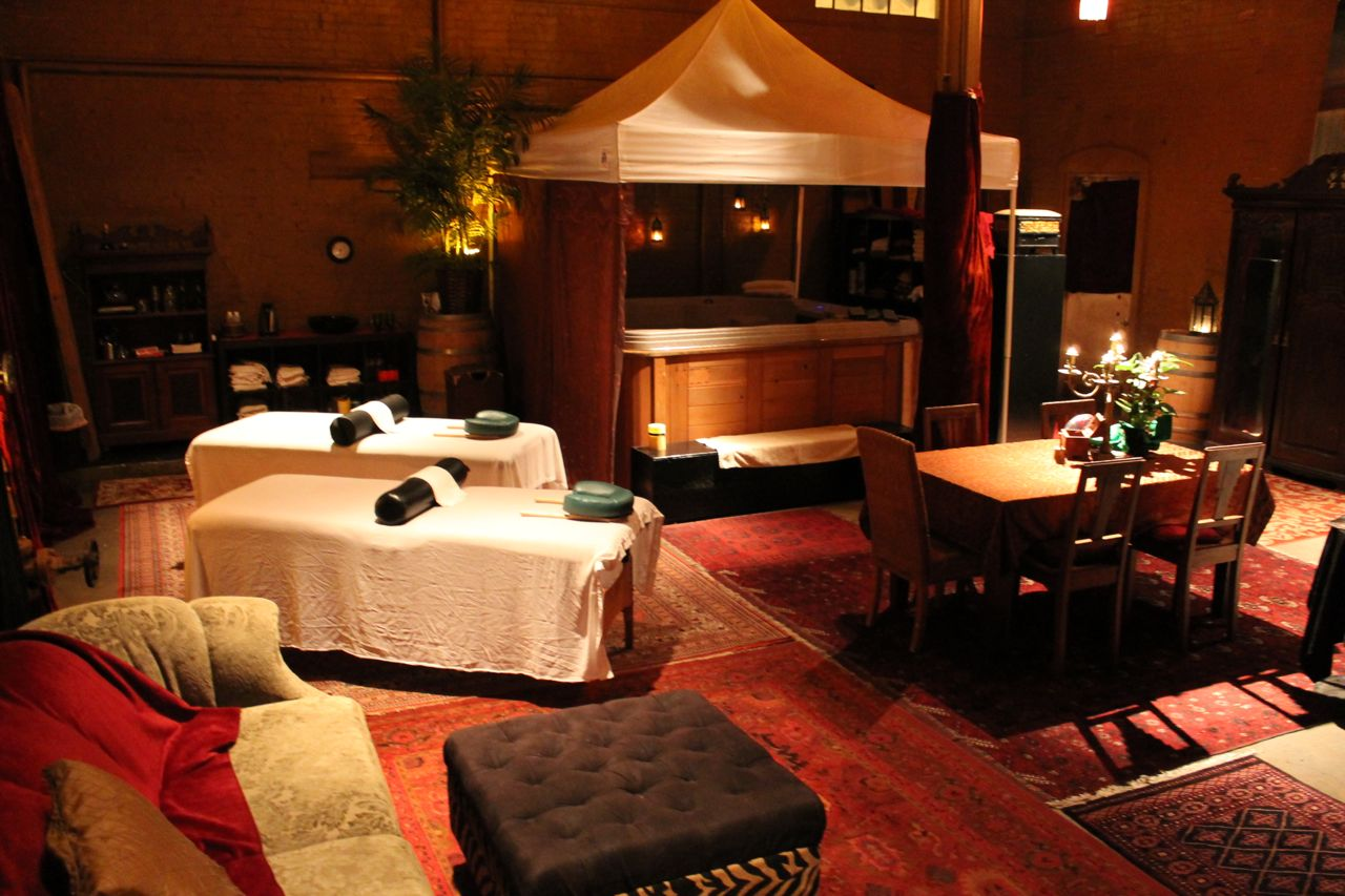 Little red day spa couples massage facials private space for Salon day spa